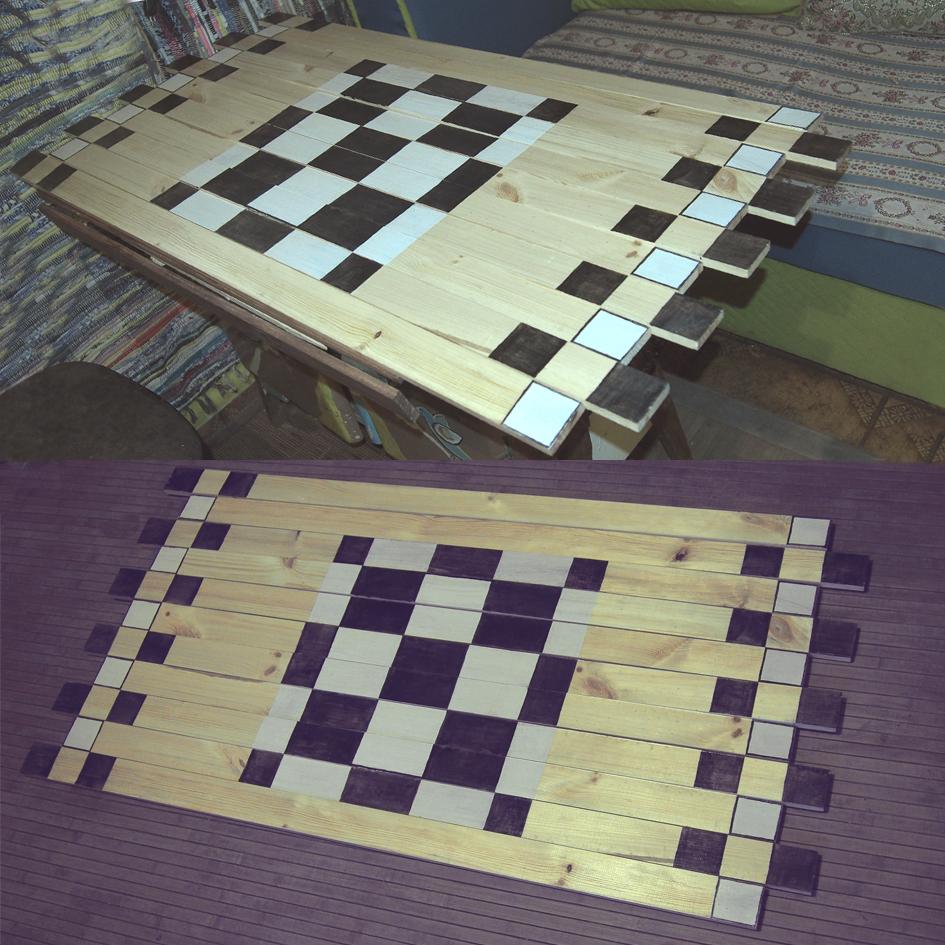 Mata drewniana szachownica jako obrus i dywan
